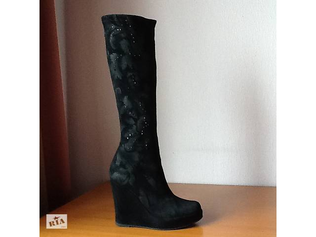 купить бу Бренд baldinini замшеві стрейчеві чорні чоботи оригінальна італія  в Києві 52efd0c599371