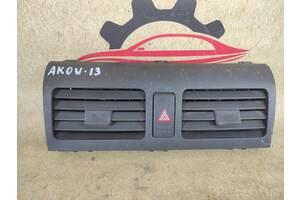 Suzuki Swift 2005-2010 кнопка аварийки накладка панель консоль дефлектор воздуховод 73610-62J00