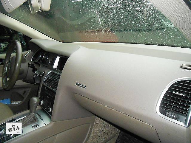 купить бу Торпедо/накладка Audi Q7 Ауди К7 Ауди Кю7 в Ровно