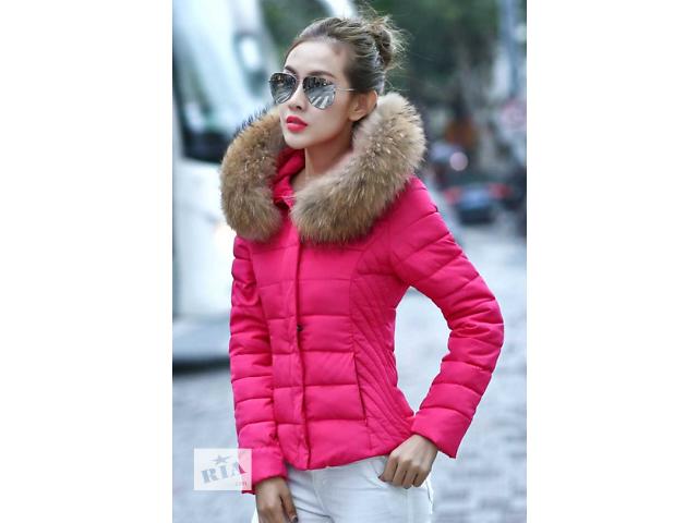 Коротка зимова пухова куртка з хутряним капюшоном - Верхній жіночий ... 8c07396c73155