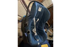 Дитяче автомобільне крісло
