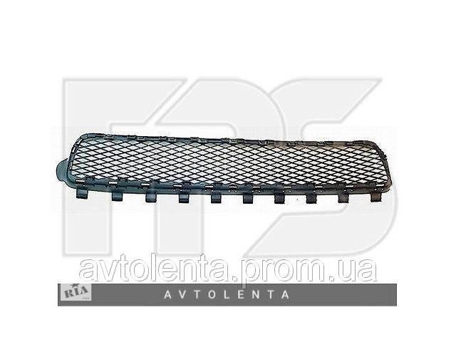 купить бу Решітка в бампері середня VW Touareg 02-06 (FPS) в Києві