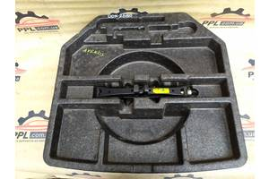 Toyota Avensis t27 09- органайзер для инструментов 6442905020 домкрат