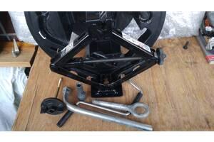 Ящик домкрат в запасное колесо Fiat Grande Punto (Фиат Пунто)