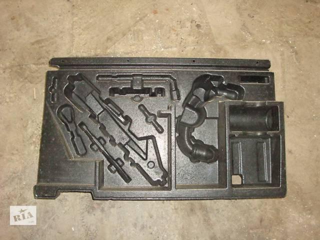 продам Вставка в багажник под инструмент Mercedes ML W164 бу в Черновцах