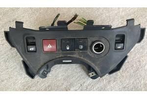 Применяемый кнопка аварийки для Citroen Berlingo, Peugeot Partner 9680931977 (2008-2018) цена за одну кнопку