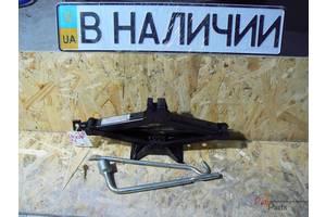 б/у Домкраты Mitsubishi Lancer
