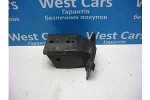 Б/У 2004 - 2009 Discovery Кронштейн кріплення підсилювача переднього бампера правий. Вперед за покупками!
