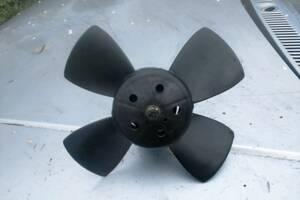 Б/у моторчик вентилятора радіатора для Volkswagen Golf II