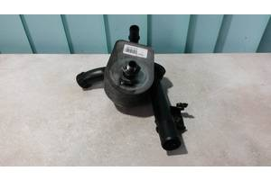 Б/у Радиатор масляный (теплообменник) + Патрубок системы охлаждения  Renault Kangoo 2008-. 8200267937,8200779744,779744.