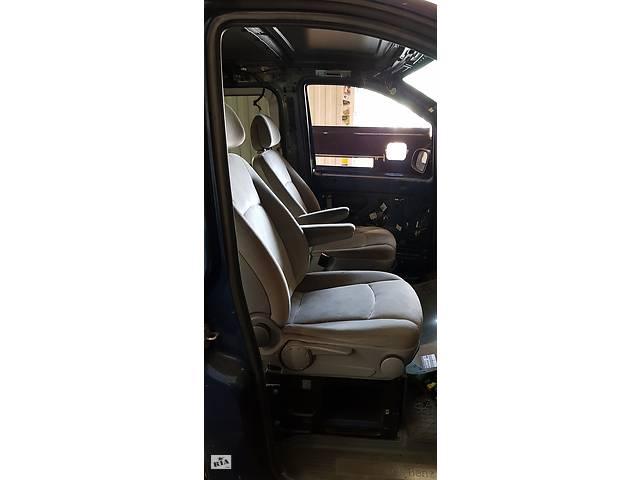 купить бу Б/у сиденье с подогревом и подлокотником для Mercedes Viano / Vito 639 в Дніпрі (Дніпропетровськ)