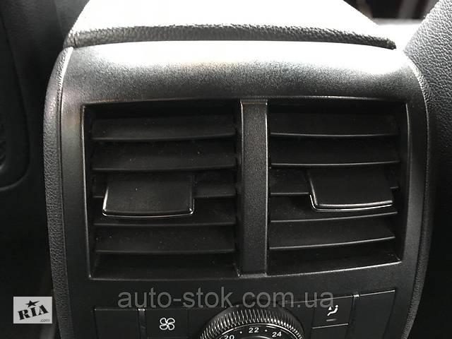 купить бу Дефлектор подлокотника задний Mercedes GL X164, 2007 г.в. A1648300454 в Хмельницком