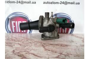 Корпус термостата в зборі  1.3 jtd Fiat Doblo 55182499