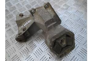 Кронштейн МКПП правый 4A0399114C для Audi 100 C4