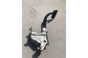 Педаль тормоза Land Rover Discovery 3 04-09