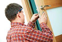 Встановлення дверей, замків