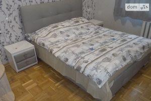 Зніму трикімнатну квартиру в Києві довгостроково