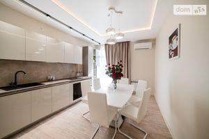 Продается 3-комнатная квартира 92.5 кв. м в Ужгороде