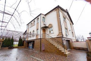 Продается дом на 3 этажа 205 кв. м с баней/сауной