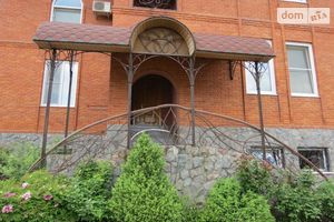 Продается дом на 3 этажа 625 кв. м с верандой