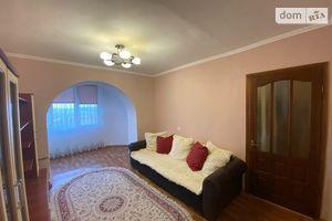Продається 4-кімнатна квартира 83 кв. м у Чернівцях