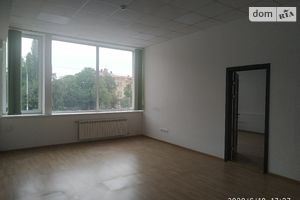 Сдается в аренду офис 101.7 кв. м в торгово-офисном центре