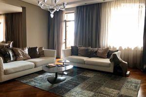 Сдается в аренду 3-комнатная квартира 135 кв. м в Ужгороде