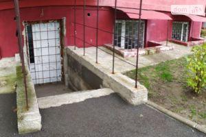 Продается нежилое помещение в жилом доме 117.7 кв. м в 10-этажном здании