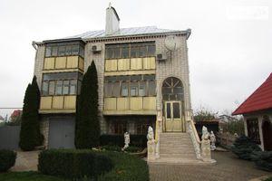 Продается дом на 3 этажа 301 кв. м с верандой