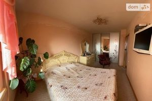 Продается 4-комнатная квартира 69 кв. м в Днепре