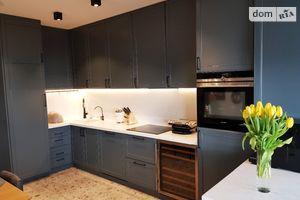 Продається 4-кімнатна квартира 143.6 кв. м у Хмельницькому