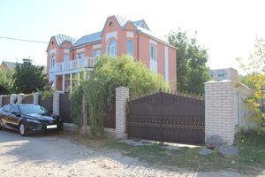 Продается дом на 2 этажа 262 кв. м с террасой