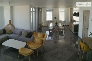Продается 3-комнатная квартира 200 кв. м в Одессе