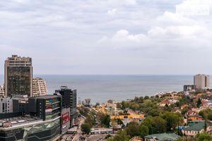 Продається 4-кімнатна квартира 191 кв. м у Одесі