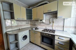 Сдается в аренду 3-комнатная квартира 47 кв. м в Черновцах