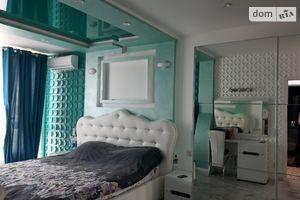 Продается 4-комнатная квартира 140 кв. м в Одессе